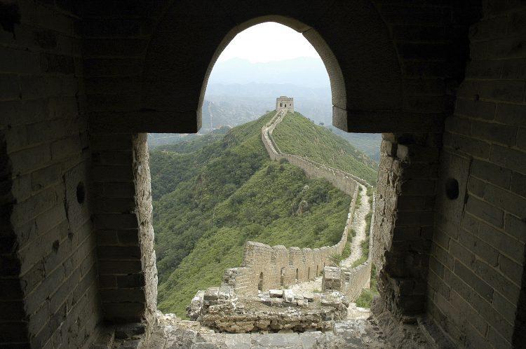 Dele af den kinesiske mur er i dag ødelagte ruiner