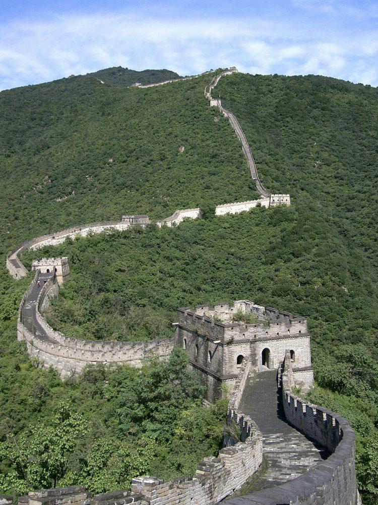 Den kinesiske mur er mere end 8000 kilometer lang