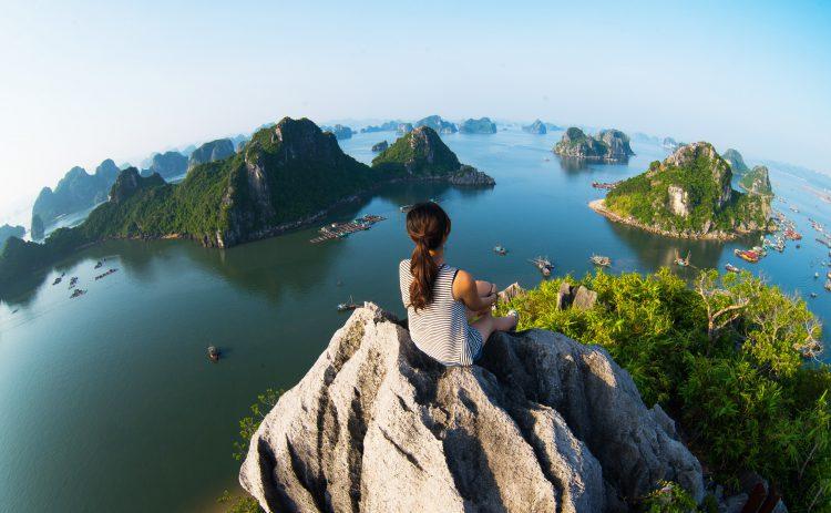 Udsigt over Halong bay i Vietnam